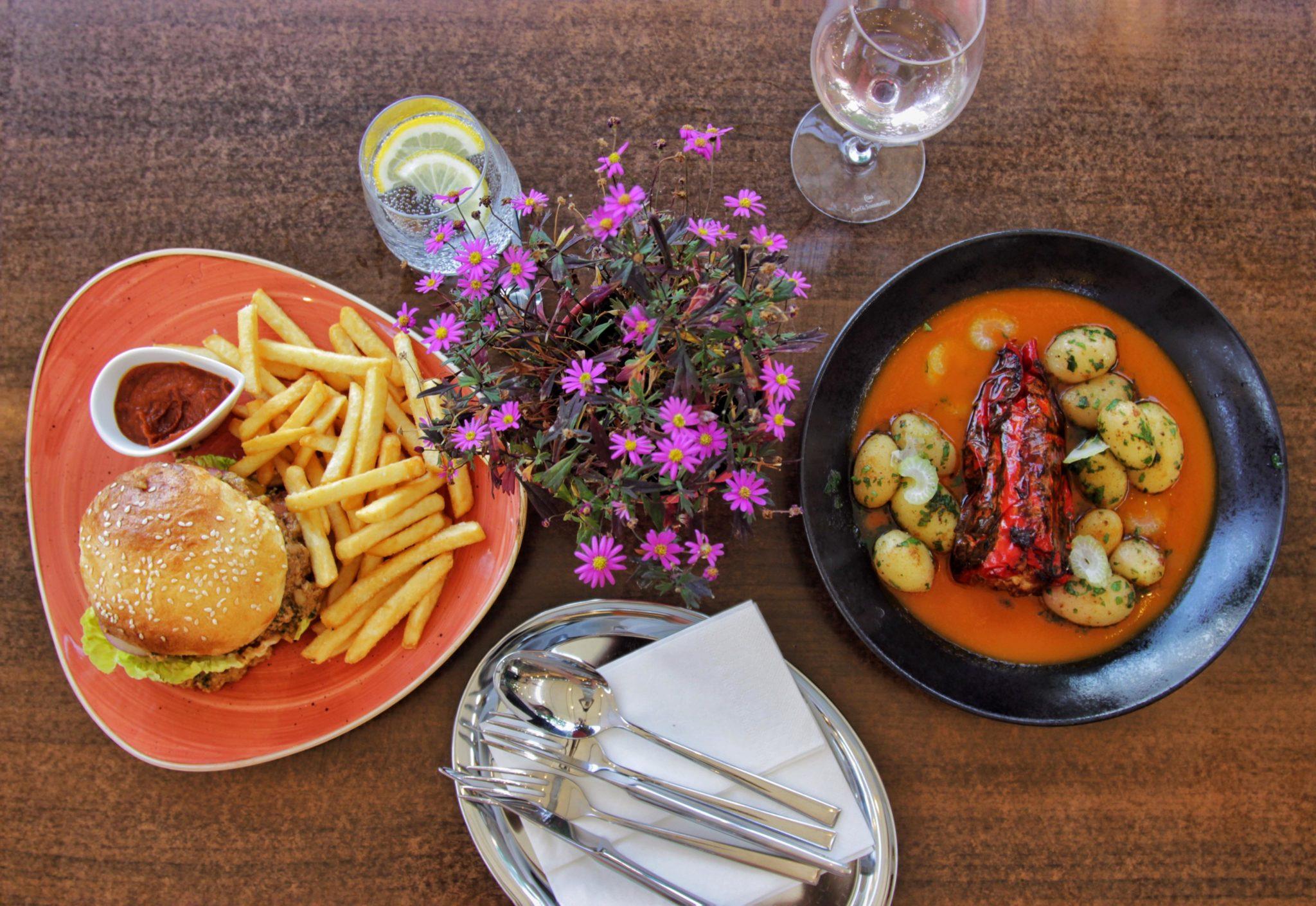 Kávé-bor-könyv és Velős burger –  Mert jó enni az Enni Jóban!