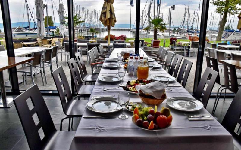 Kikötő éttermek, amiket ősszel is nyitva találsz a Balatonnál