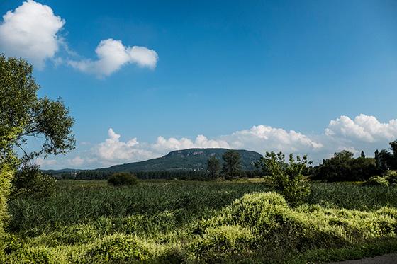 A National Geographic top úti célként ajánlja a Balaton-felvidéken is áthaladó Országos Kéktúrát