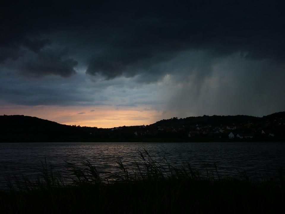 Szerdán indult a viharjelzés a Balatonon