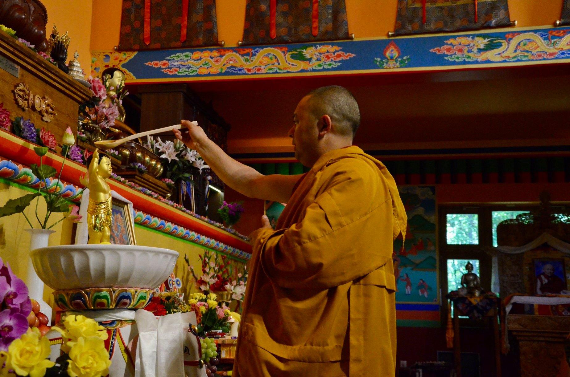 Buddhista ünnep az online térben