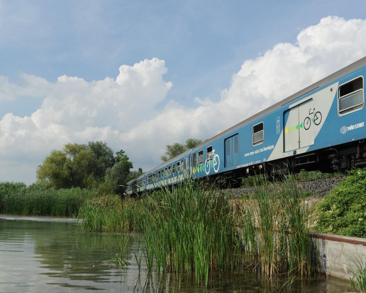 Félmillió utas a balatoni vonatokon