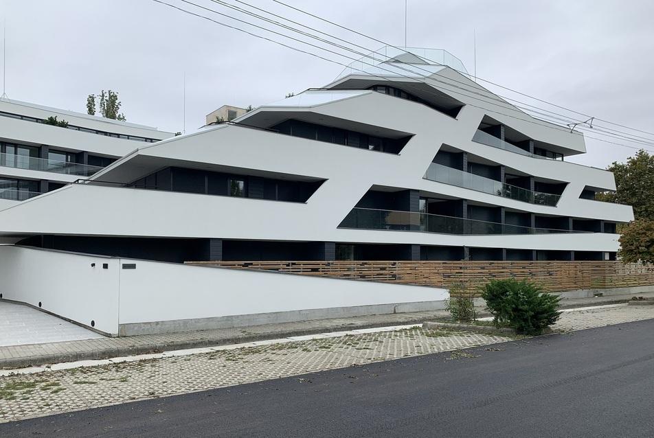 Yacht formájú luxusapartman épült Balatonszemesen
