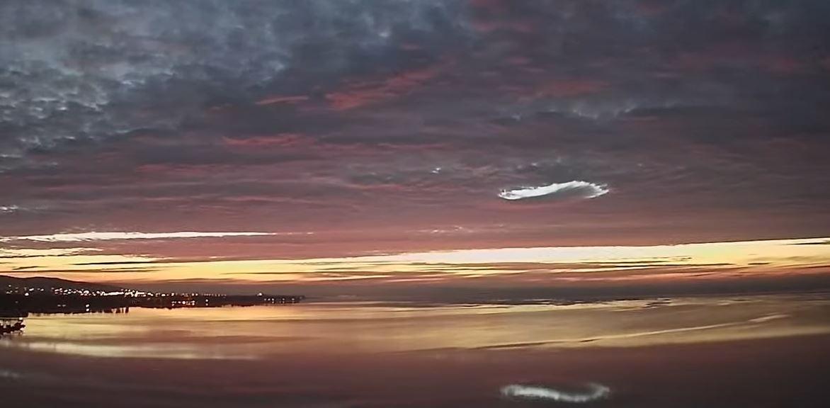 Lyukfelhő volt látható a Balaton felett