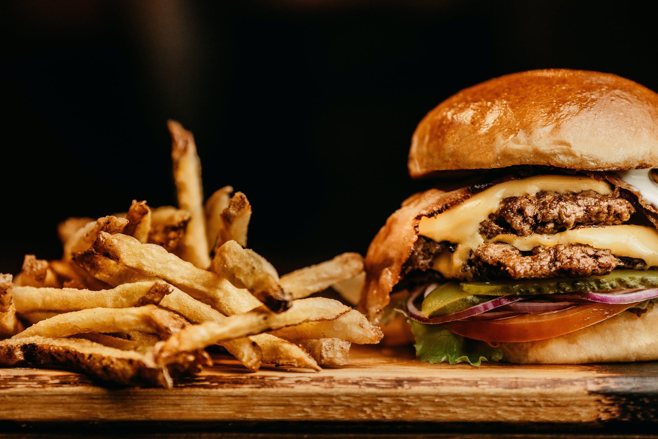 3+1 balatoni burger, amit a kijárási tilalom alatt sem kell nélkülöznöd