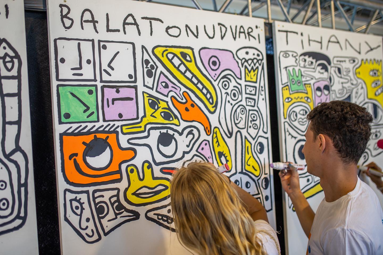 Jótékony aukción lehet licitálni a legnagyobb balatoni festményre