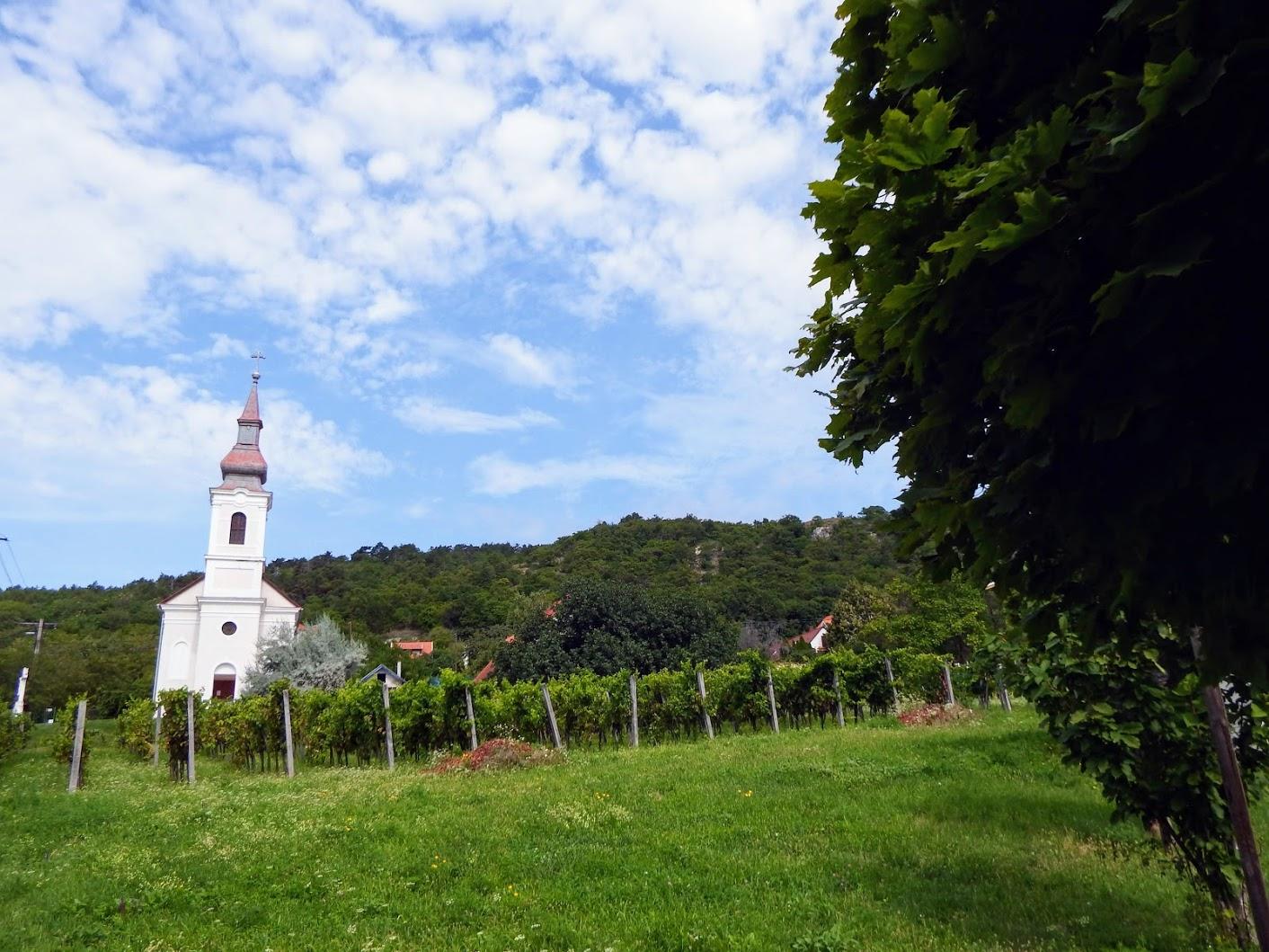 Bakancslistás helyek a Balaton körül –  Becehegyi Szentháromság Kápolna, Balatongyörök