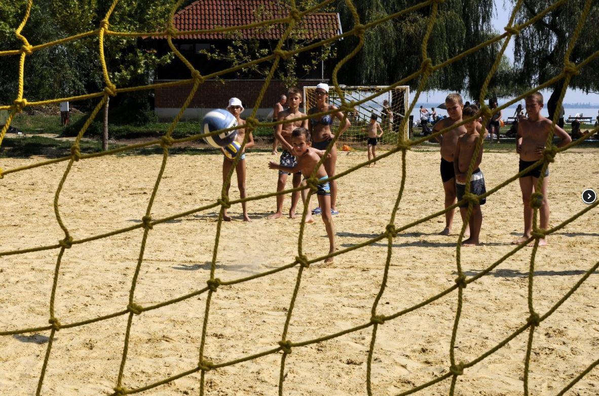 Rekordszámú stranddal folytatódik idén a Mozdulj Balaton! programsorozat