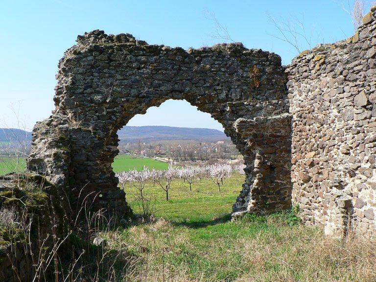 Bakancslistás helyek a Balaton körül – Töttöskáli templomrom
