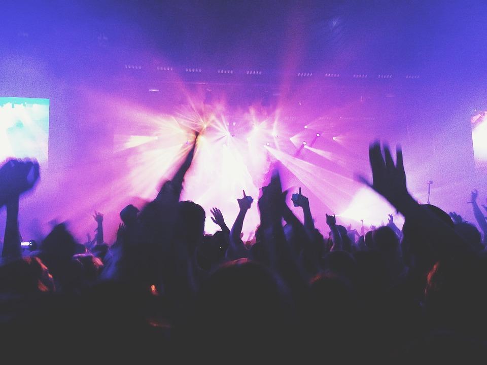 Pengeélen táncolnak az idei fesztiválok