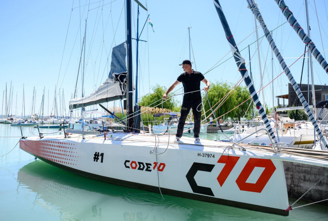 Új versenyhajót avattak a Balatonon