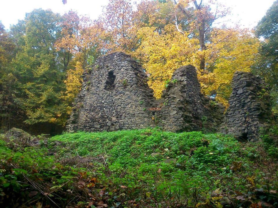 Bakancslistás helyek a Balaton körül – Pálos kolostorrom, Lesenceistvánd-Uzsabánya