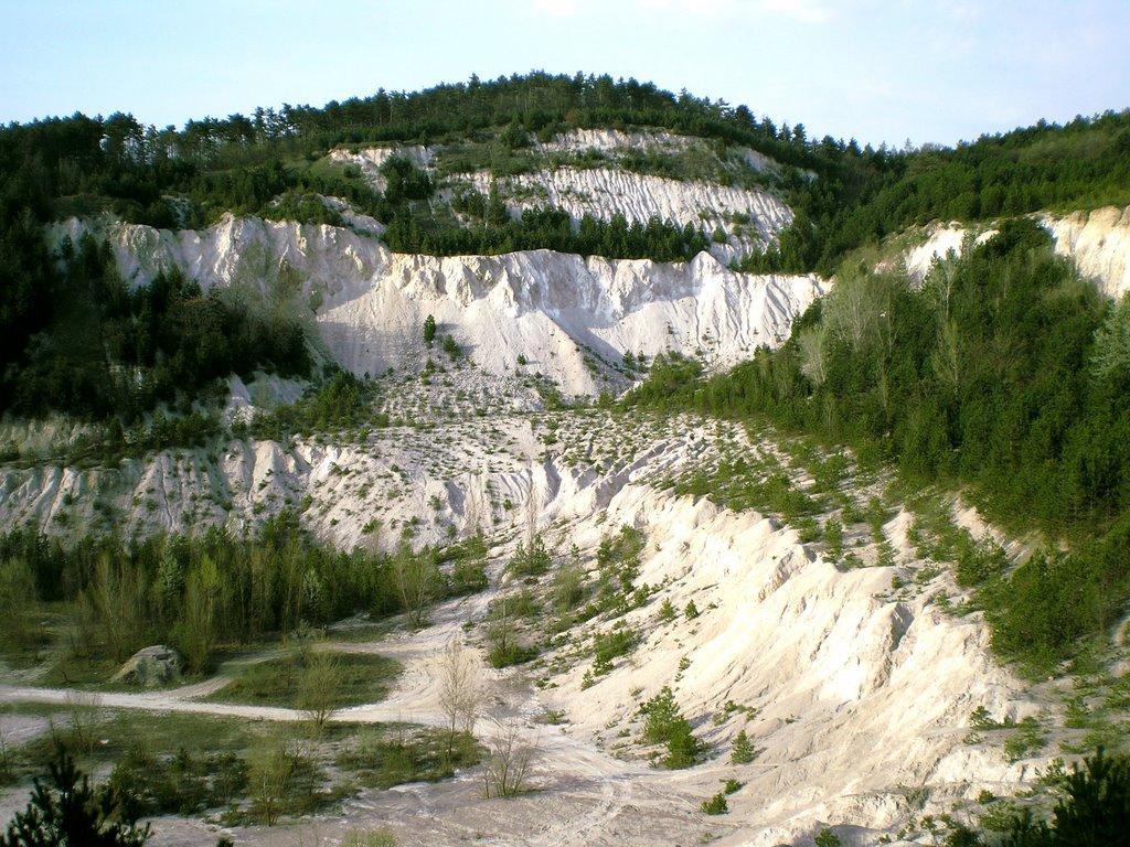Bakancslistás helyek a Balaton körül – Az elhagyatott kőbánya és a Vadlánlik barlang, Gyenesdiás