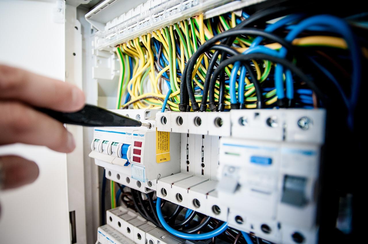 A villanyszerelésnél szóba jöhető kábelek keresése így a legegyszerűbb