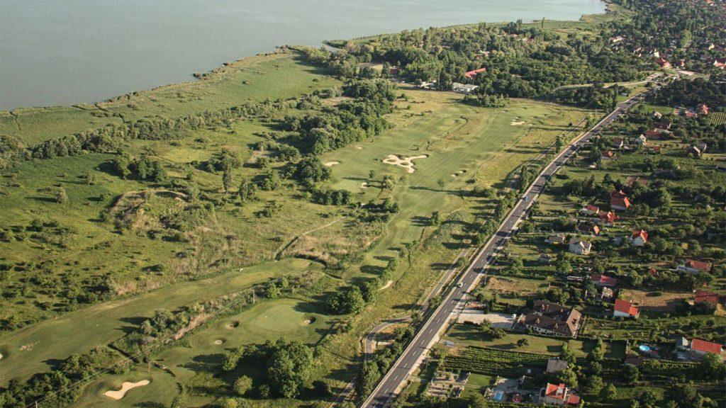 Ki hitte volna? Jöhet az új lakópark a balatongyöröki golfpálya helyén